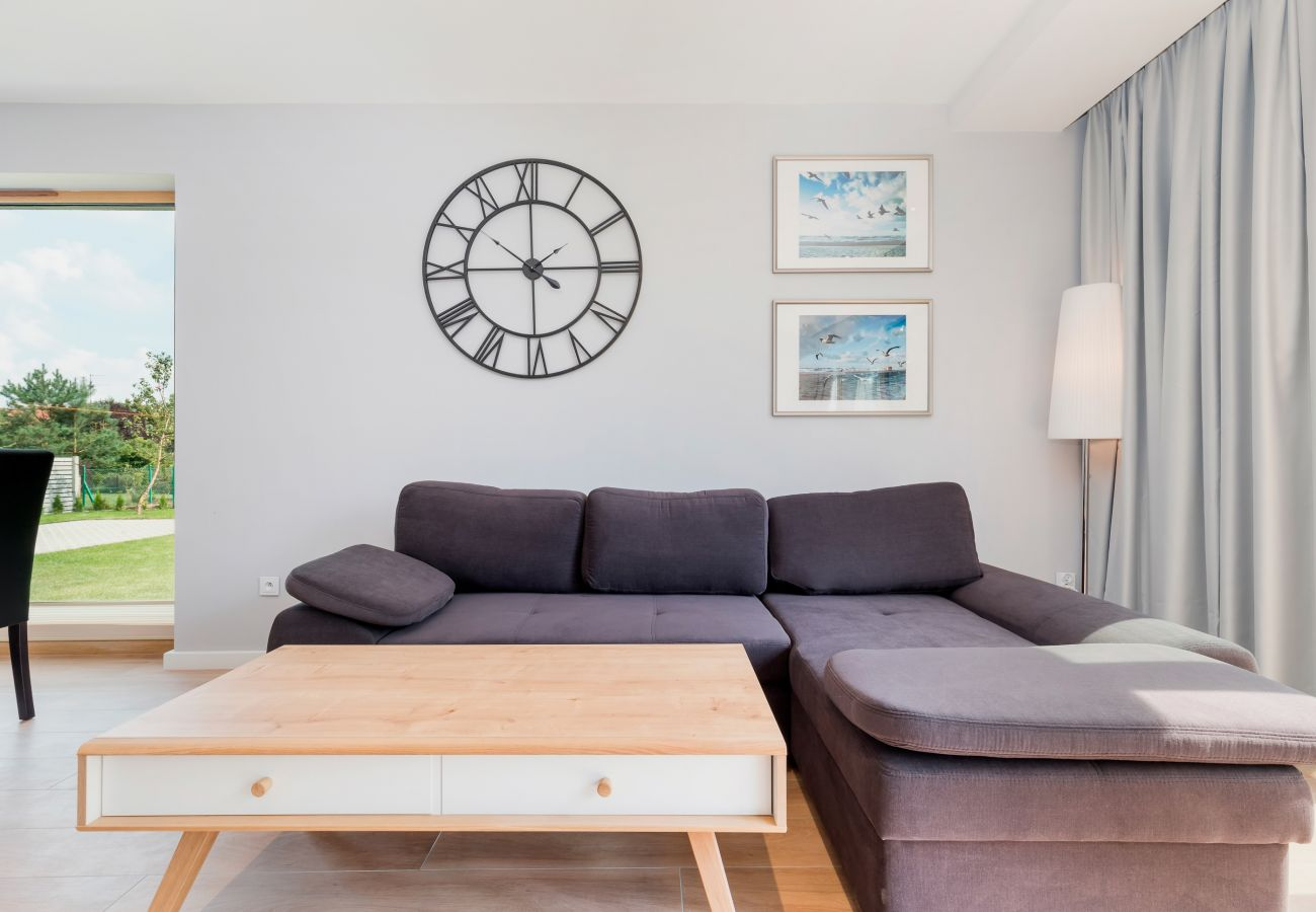 Wohnzimmer, Uhr, Couchtisch, Sofa, Fenster, Außenansicht, miete