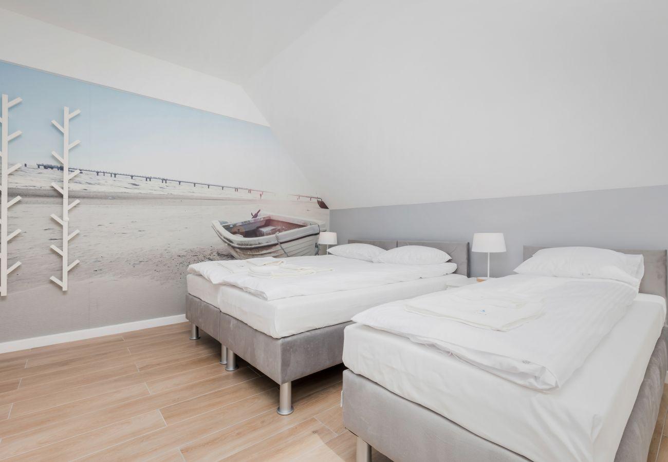 Schlafzimmer, Einzelbetten, Nachttisch, Nachtlampe, Miete
