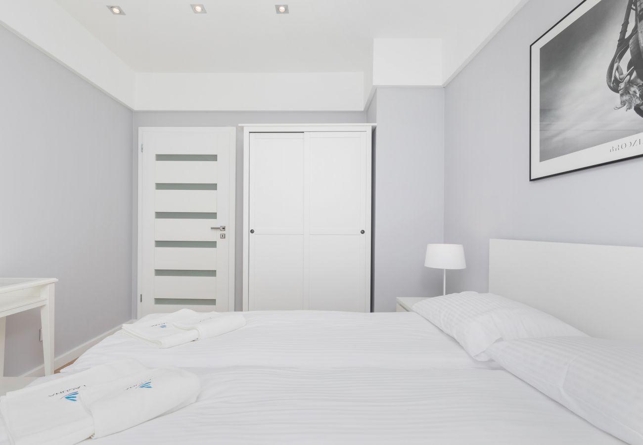 bedroom, double bed, wardrobe, window, pillow, blanket, rent