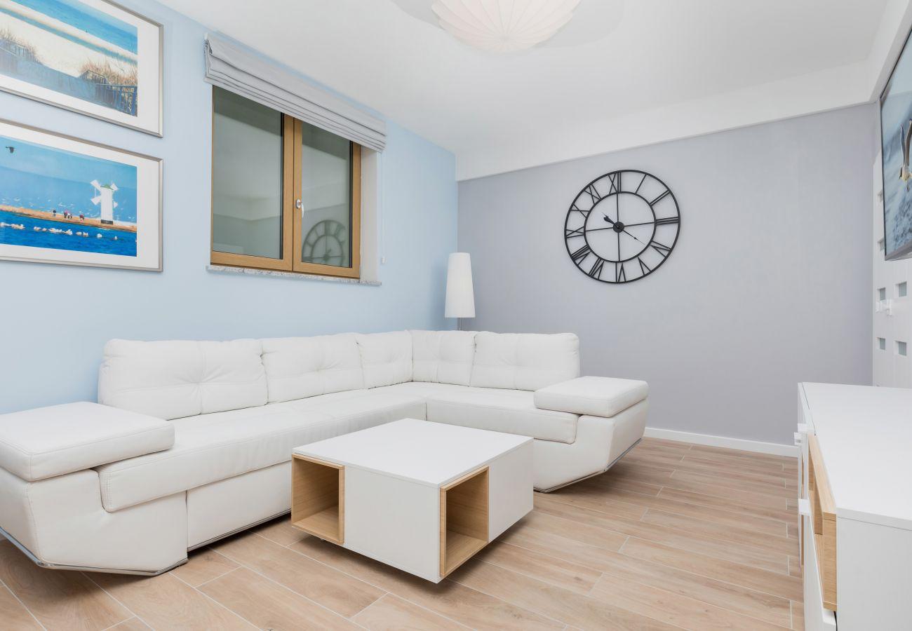 pokój, sofa, stolik kawowy, obraz, wynajem