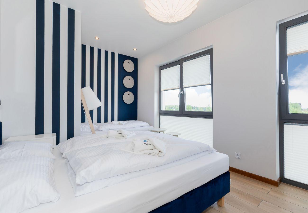 sypialnia, łóżko podwójne, łóżko pojedyncze, szafa, lustro, pościel, poduszki, ręczniki, wynajem
