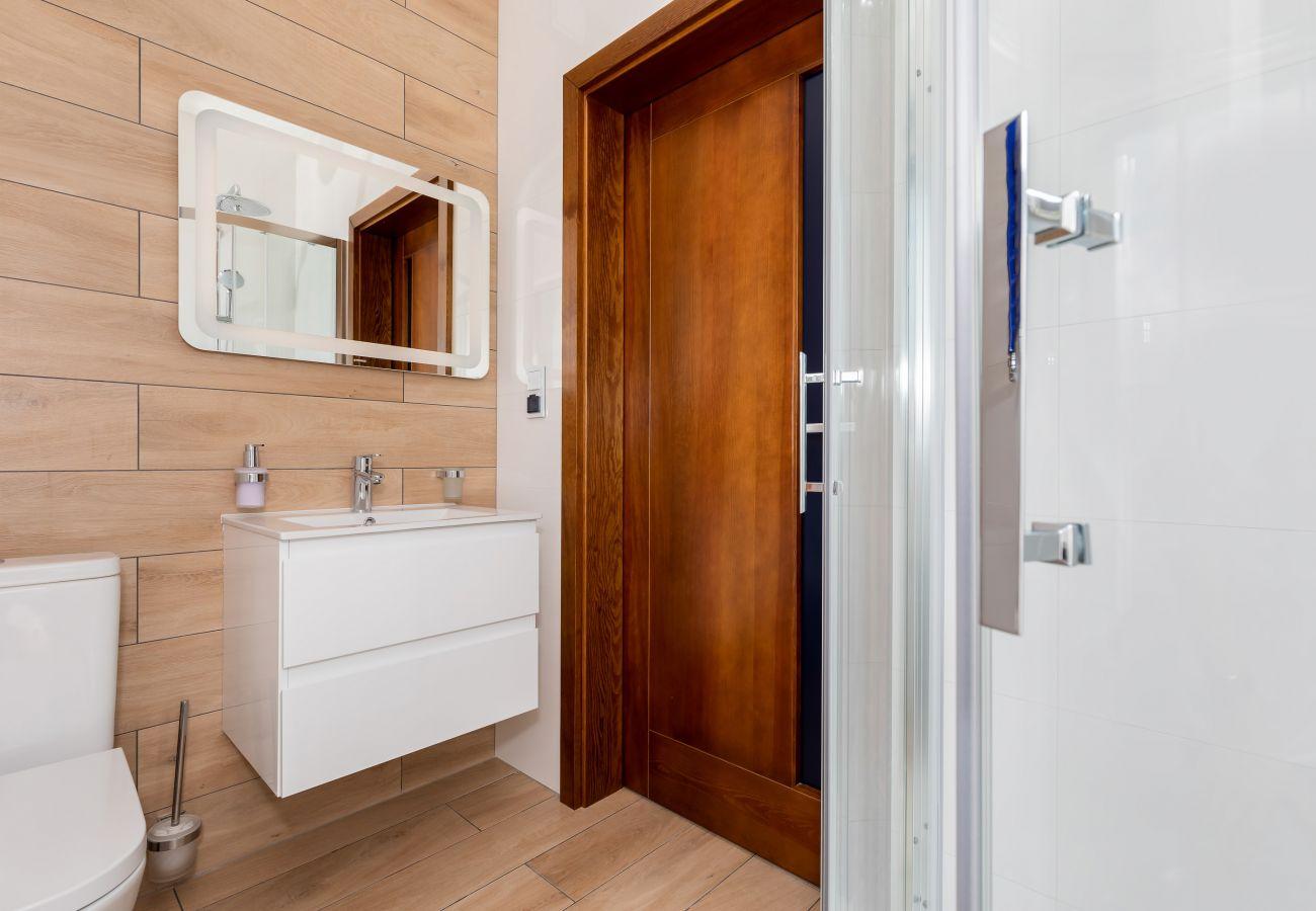 łazienka, prysznic, umywalka, toaleta, lustro, dodatkowa łazienka, druga łazienka, wynajem