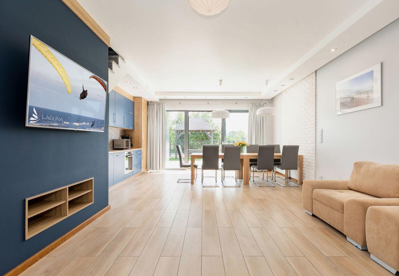 salon, sofa, telewizor, jadalnia, stół, krzesła, aneks kuchenny, wynajem