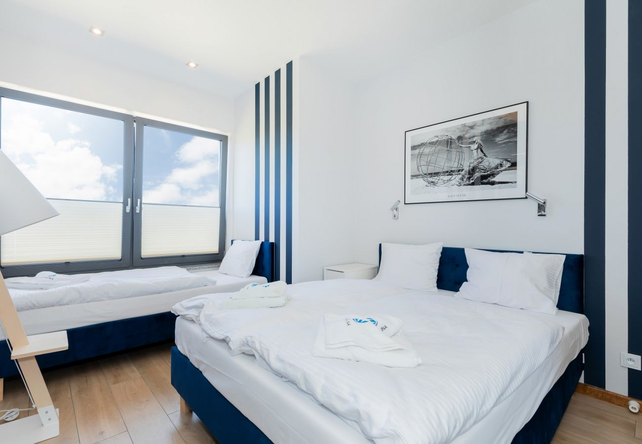sypialnia, łóżko podwójne, łóżko pojedyncze, szafa, lustro, szafka nocna, lampka nocna, pościel, poduszki, ręczniki, wynajem