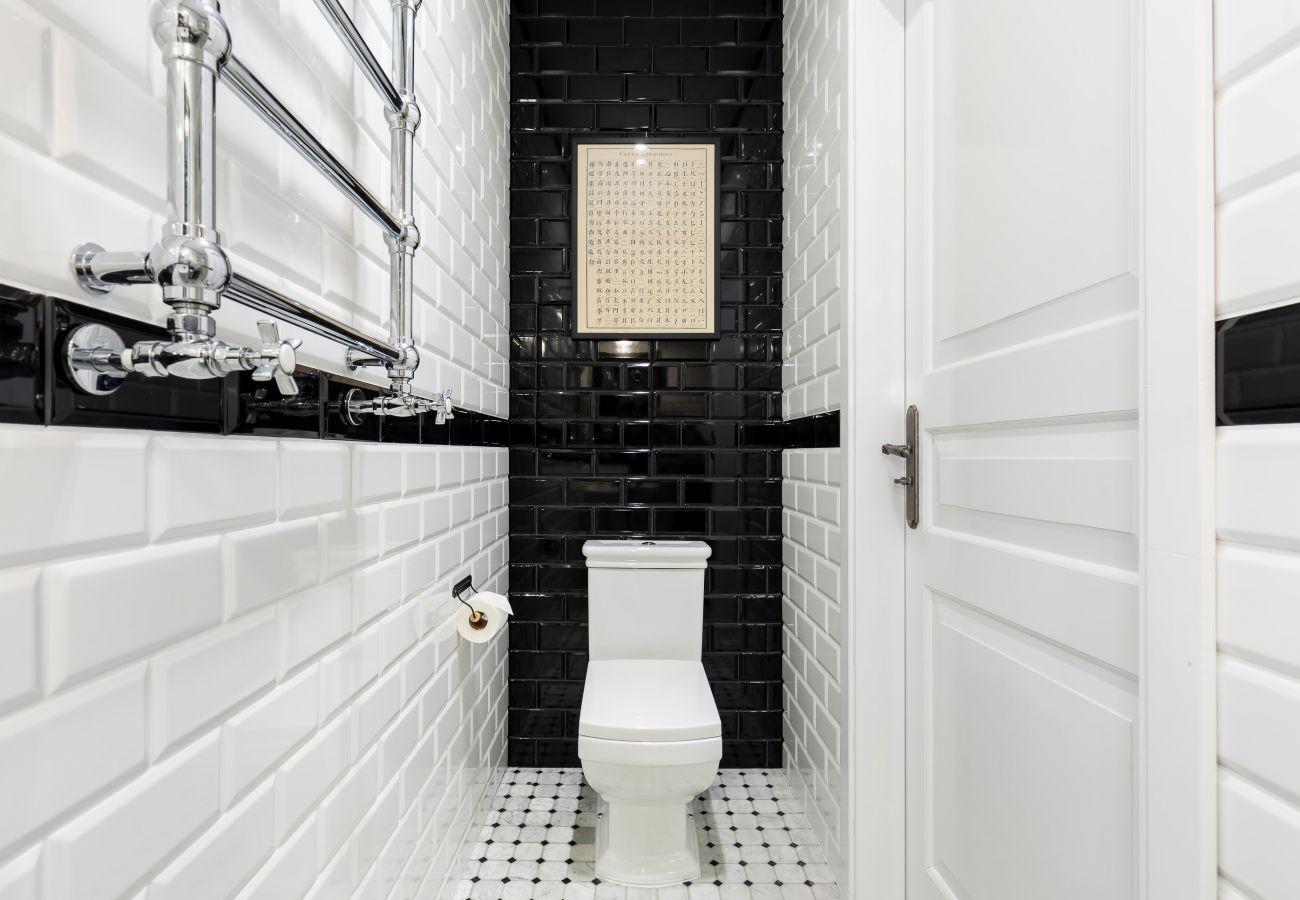 łazienka, osobna toaleta, toaleta, papier toaletowy, czynsz