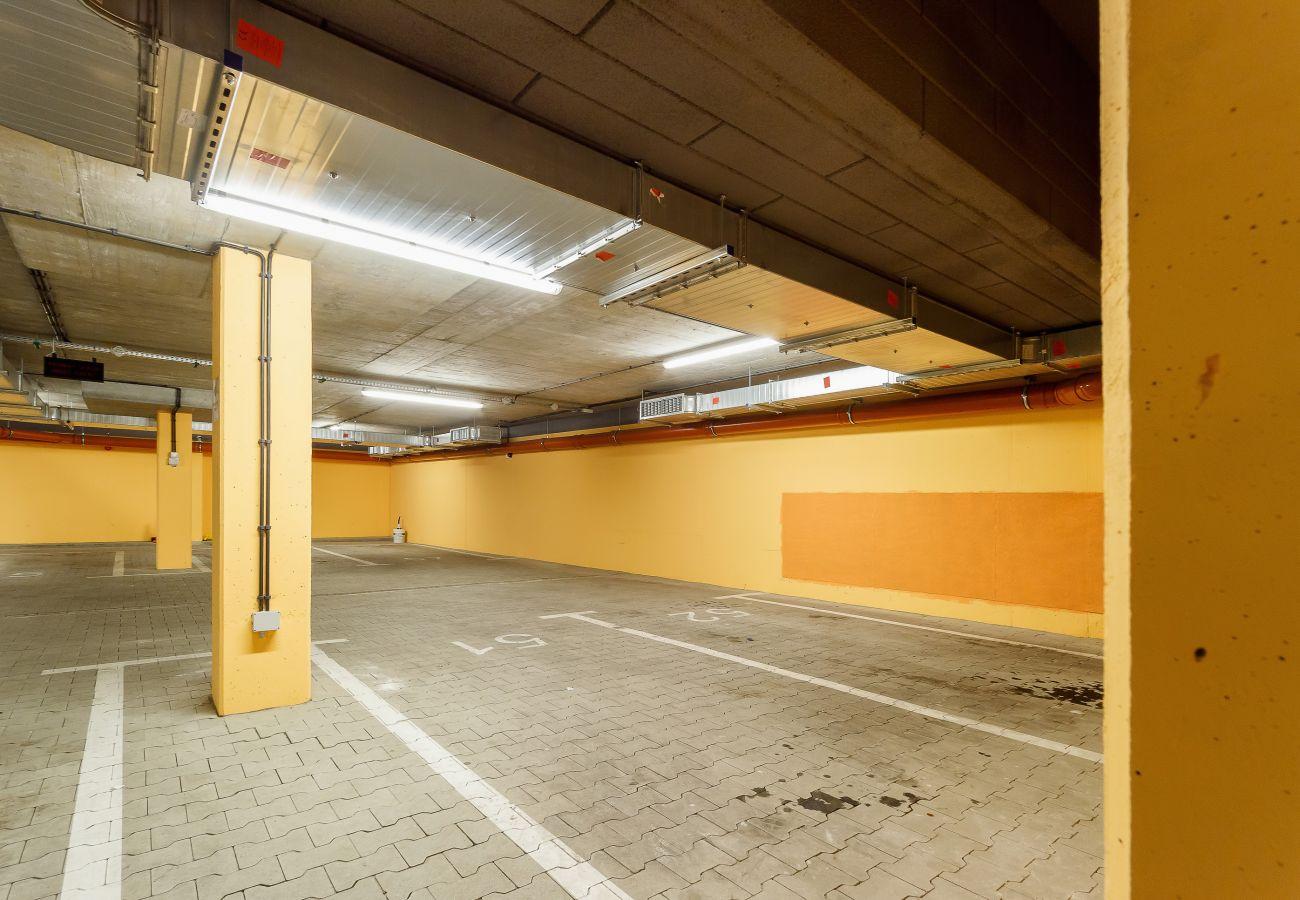 garaż, parking, parking podziemny, budynek mieszkalny garaż, mieszkanie, wynajem
