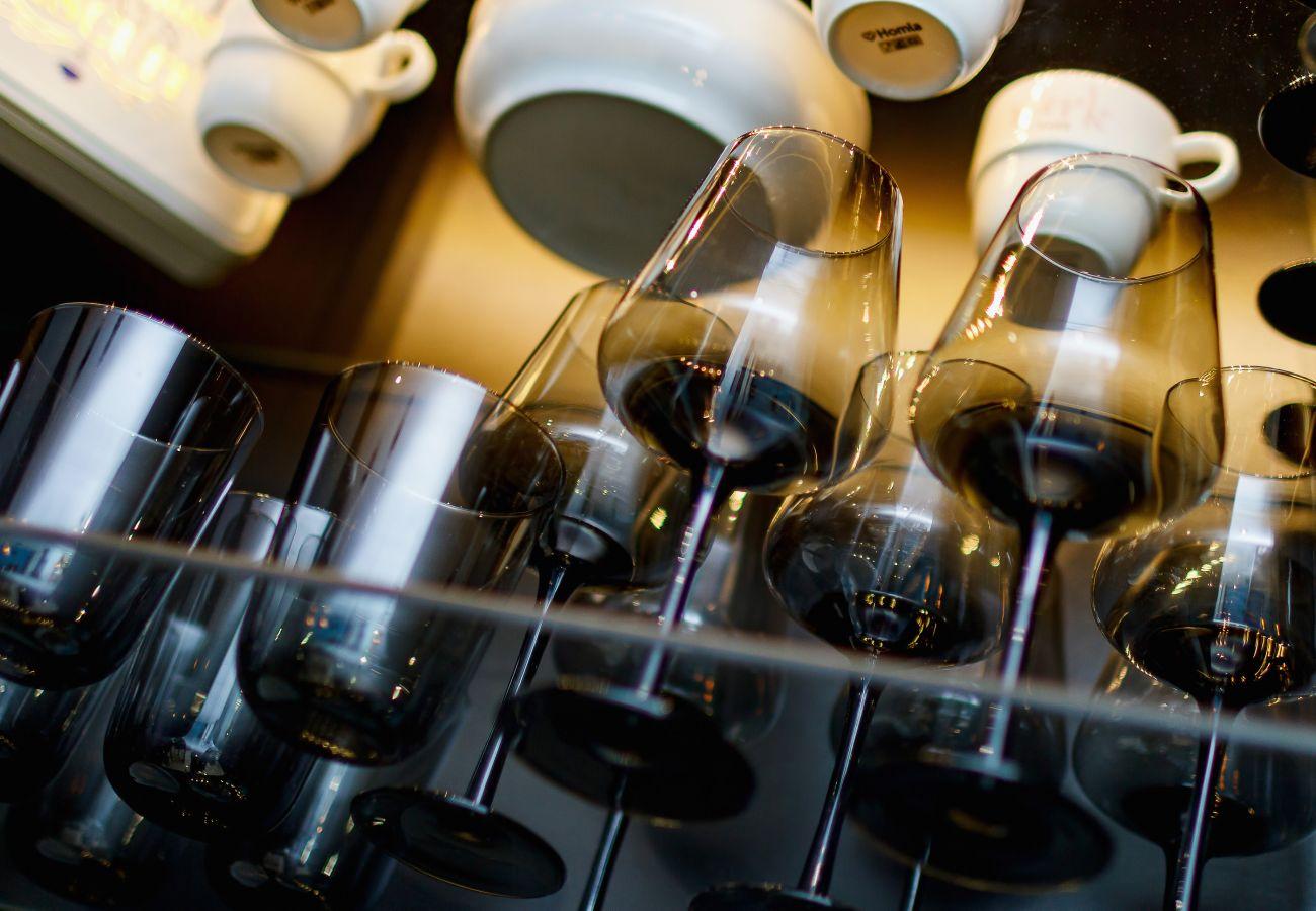 kuchnia, aneks kuchenny, jadalnia, czajnik, ekspres do kawy, lodówka, kuchenka, zmywarka do naczyń, piekarnik, toster, kuchenka mikrofalowa, mieszkani