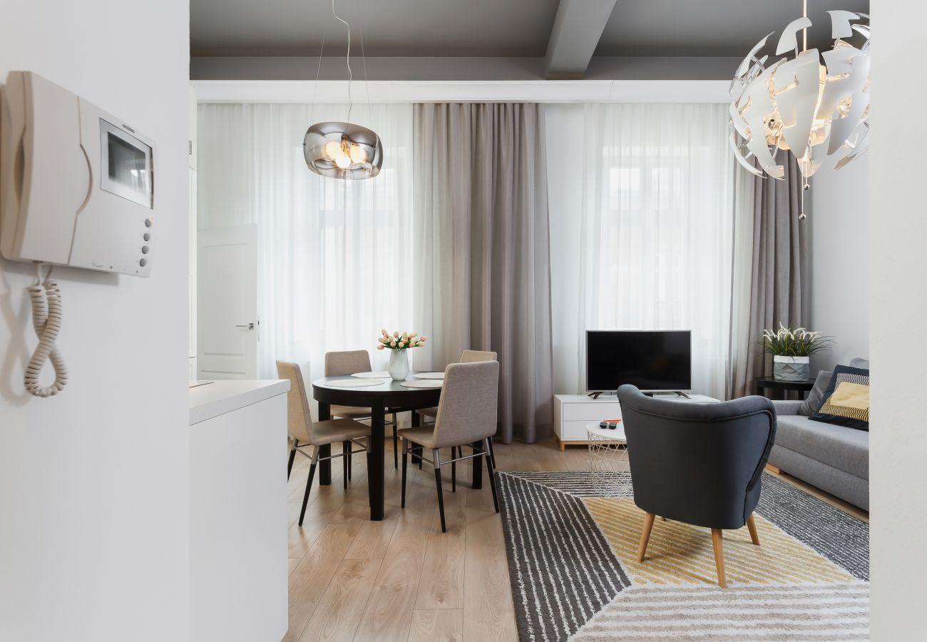 apartament, salon, sofa, TV, fotel, stół, wynajem