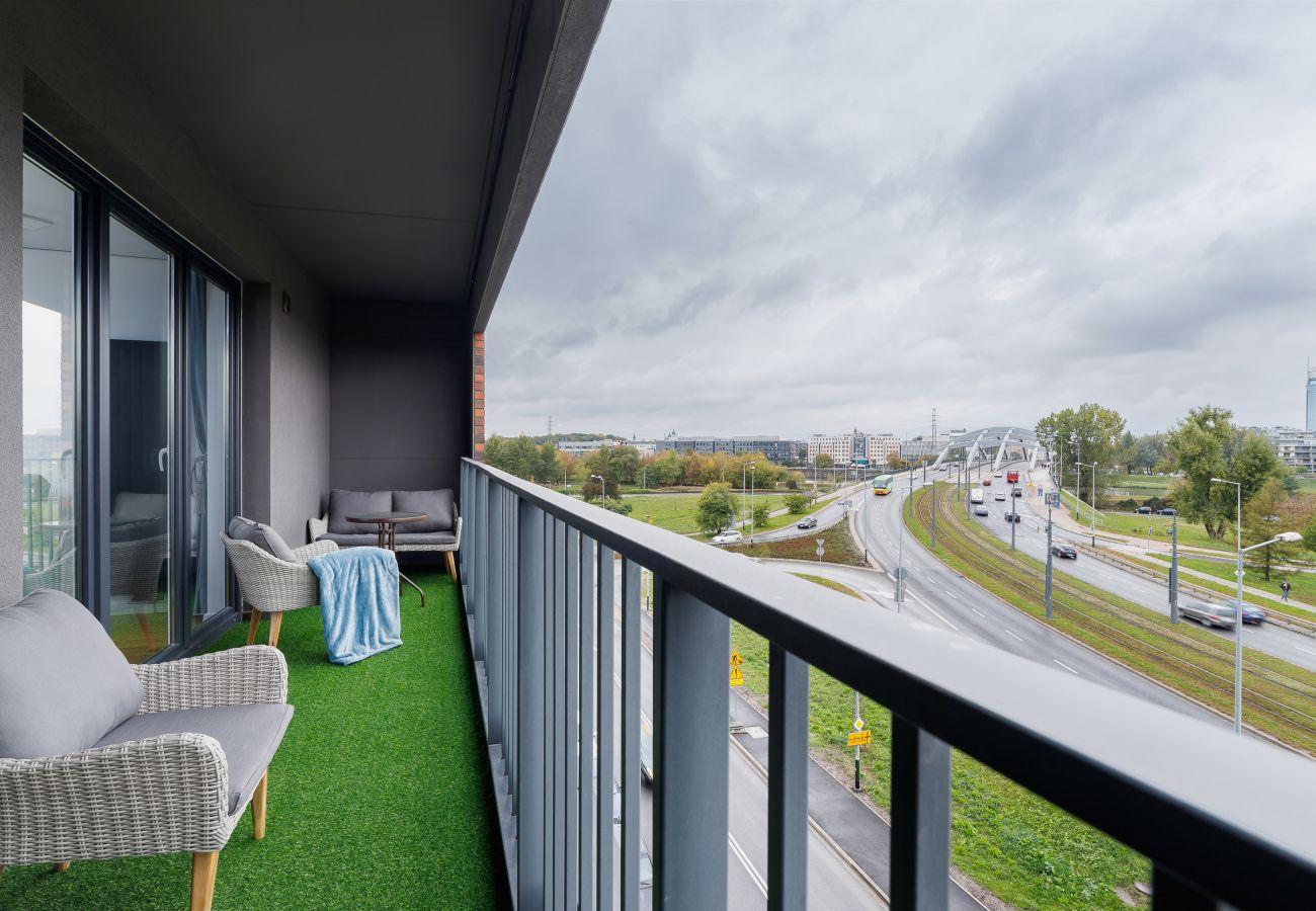 balkon, widok, widok z balkonu, widok z mieszkania, widok na ulicę, widok na miasto, fotel, stół, wynajem