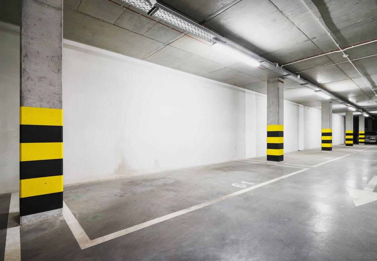 garaż, parking, miejsce parkingowe, mieszkanie, na zewnątrz mieszkania, budynek mieszkalny, wnętrze budynku mieszkalnego, wynajem