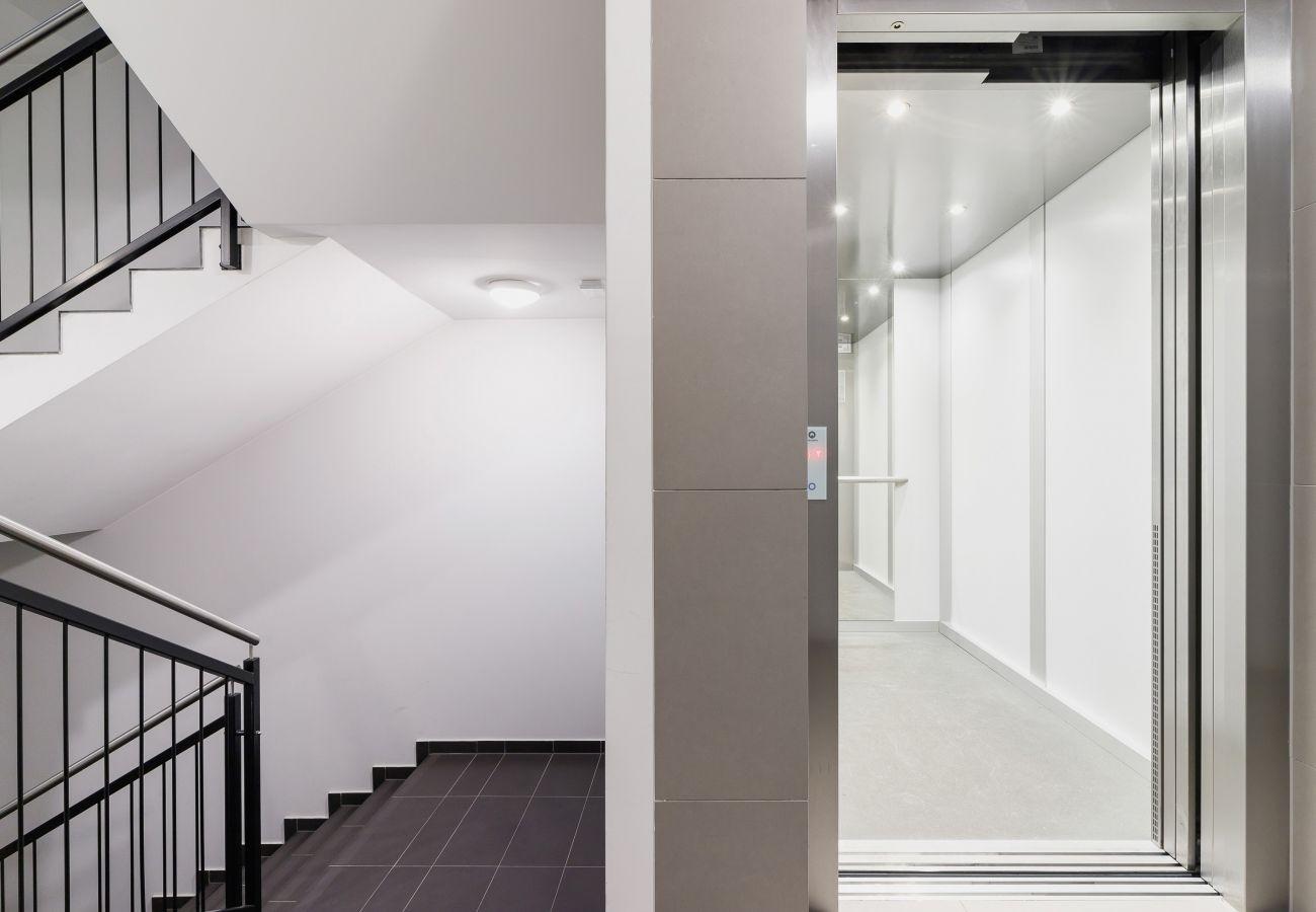 wnętrze, mieszkanie, apartamentowiec, apartamentowiec wnętrze, winda, schody, wynajem
